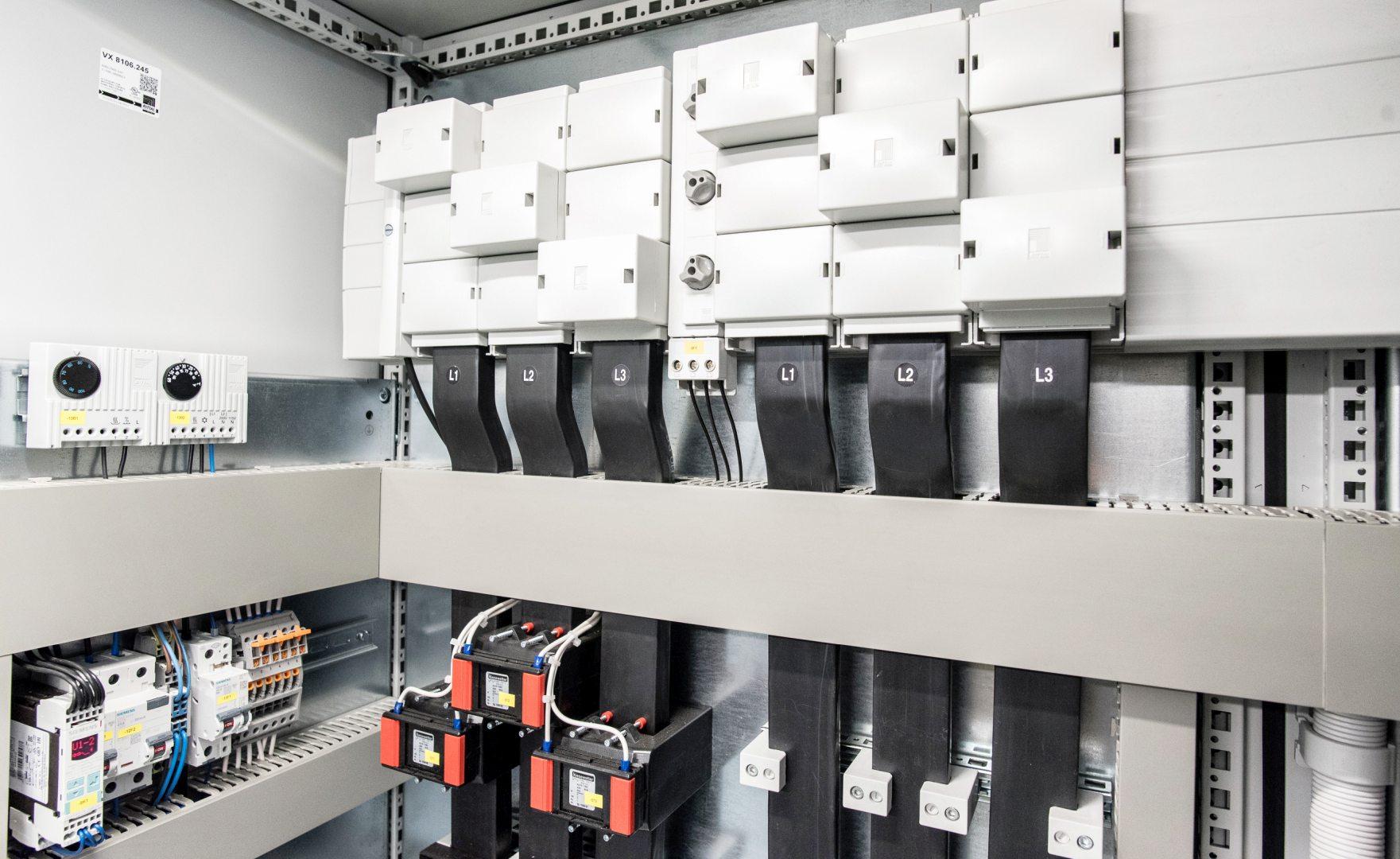 10. Schaltanlage NSHV Stromschienen